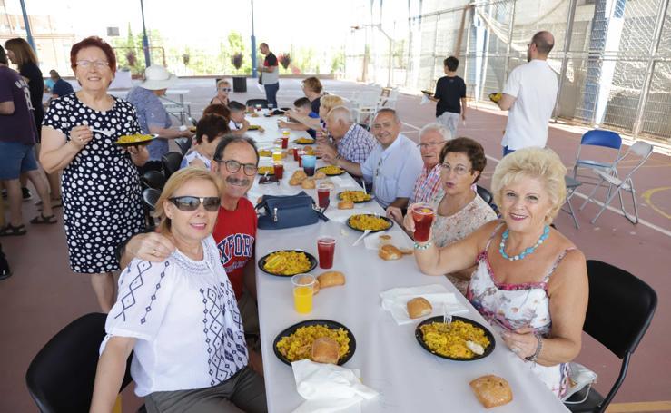El barrio de Vistahermosa celebra sus fiesta con una gran paella