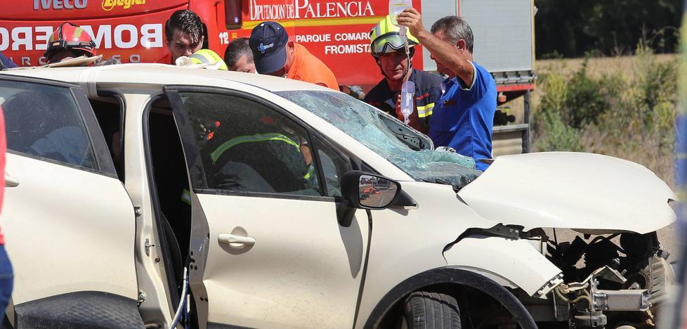 El herido en el accidente de Paredes en el que murió el otro conductor sigue estable en la UCI