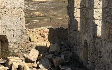 Un rayo provoca daños en la torre del castillo de Monzón de Campos