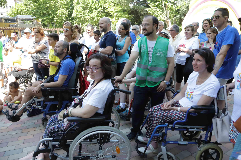 Campaña 'Mójate por la esclerosis' en Salamanca