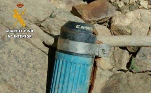 Los Gedex desactivan una granada de mano en Castromil, Zamora, después de que un vecino la encontrase en su garage