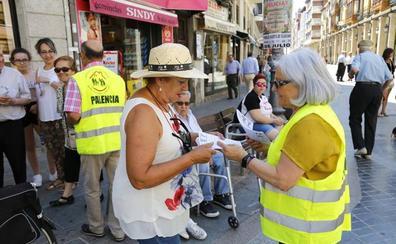Varias personas se reúnen en la Estatua a la Mujer para defender el acceso a unas pensiones dignas