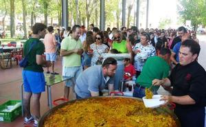 La paella popular y la carrera de autos locos prologan las fiestas en Villaverde de Íscar
