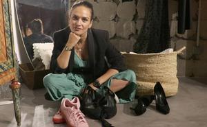 Mónica Gallardo: «Me sigo poniendo unos zapatos de mi madre que me dio cuando era adolescente»