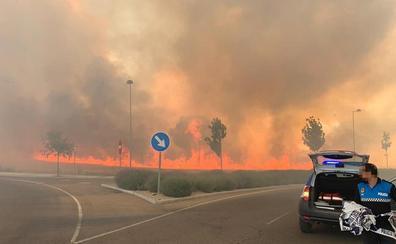 Arden más de seis hectáreas de cereal en los accesos a RÍO Shopping en Valladolid