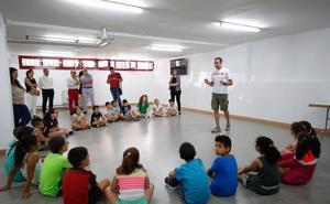 El Consistorio pone en marcha un novedoso programa de primeros auxilios para niños
