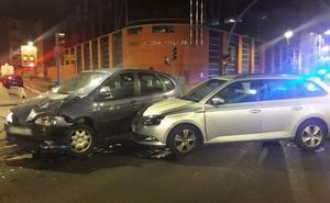 Un herido en un accidente en el centro de Valladolid al saltarse un semáforo en rojo un conductor y chocar contra otro coche