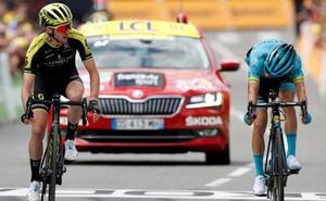 Simon Yates, más fuerte que Pello Bilbao al sprint