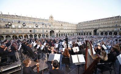 La Orquesta Sinfónica de la región convierte la Plaza en un auditorio
