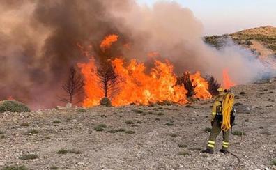 La Junta declara la alerta por fuego y prohíbe barbacoas, cohetes y usar maquinaria eléctrica en el campo