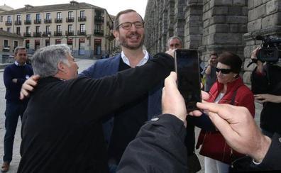 Javier Maroto se ha empadronado en Sotosalbos, donde está la casa familiar de Francisco Vázquez