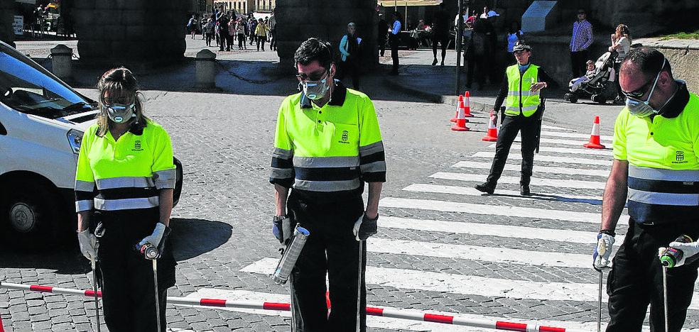 El Ayuntamiento inicia el repintado de los pasos de peatones antiatropellos