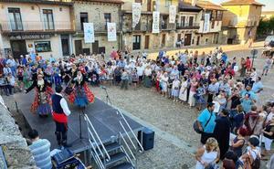 Numerosas personas respaldan los actos del Día del Bordado en la Sierra de Francia