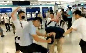 El ataque a los manifestantes sacude Hong Kong