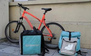 Los 'riders' de Deliveroo en Valladolid celebran el fallo que les reconoce como asalariados