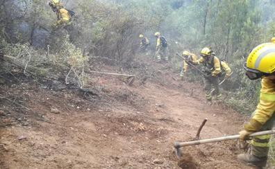 «Dificultad máxima» para controlar y extinguir el incendio de Poyales del Hoyo, en Ávila