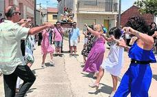 Jotas en honor al Apóstol Santiago en las calles de Megeces