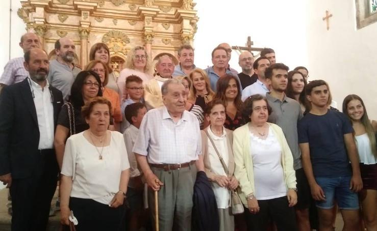 El Cerro homenajea a su sacerdote