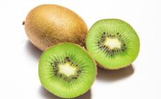 El kiwi, ese pequeño peludo lleno de sabor y salud