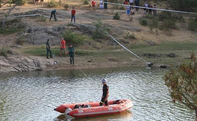 El adolescente fallecido en el Pontón llevaba una túnica y estaba vestido y calzado cuando se ahogó