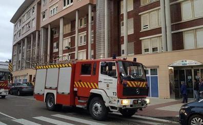 Los bomberos acuden a un piso de Valladolid por un incendio en un colchón