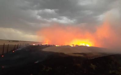 El nordeste 'vaciado' de Segovia saca su orgullo contra el fuego en Cedillo de la Torre
