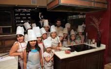 La cocina y la pintura protagonizan los laboratorios de creatividad infantil