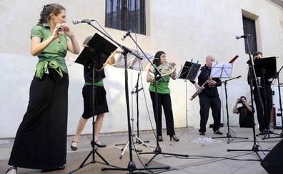 Arranca en el Atrio de Santiago Emplazados, el festival que lleva en agosto la música a la calle