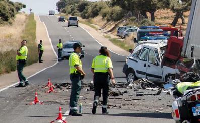 La delegada del Gobierno espera «con cautela y prudencia» el informe de la Guardia Civil sobre el choque mortal de ayer en Vecinos