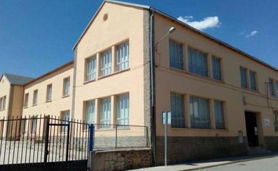 Padres del colegio de Bernardos se movilizan contra la «discriminación» que supone perder un aula