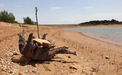 La sequía llama al aldabón de los embalses de Palencia