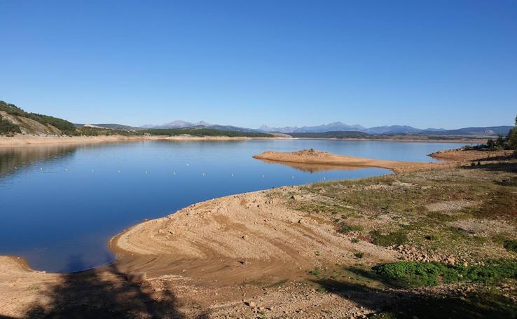 La sequía produce estragos en el embalse de Aguilar de Campoo