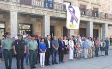La delegada del Gobierno muestra su dolor por el crimen de Burgos en la concentración silenciosa de Zamora