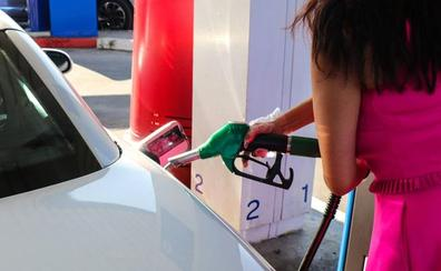 El precio de los carburantes da una tregua a los conductores durante la operación salida