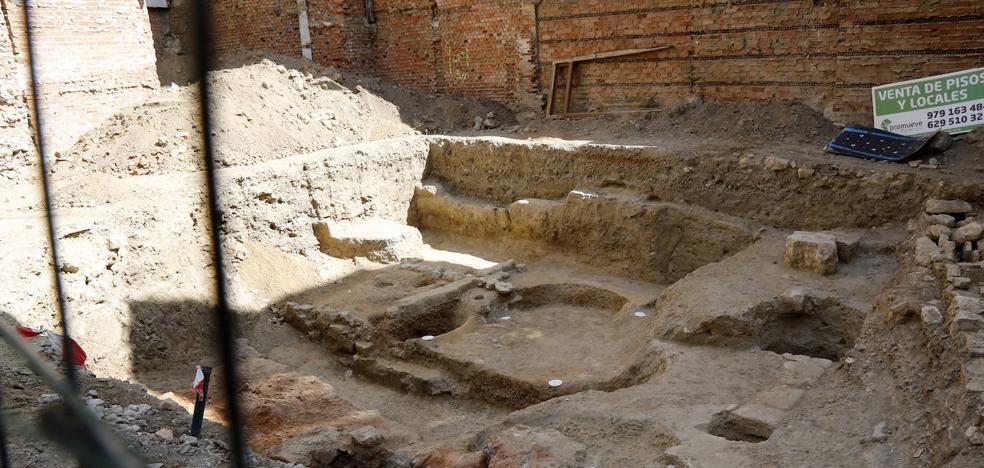 Hallan restos de otra casa romana y un horno del siglo XVI en la calle Gil de Fuentes de Palencia