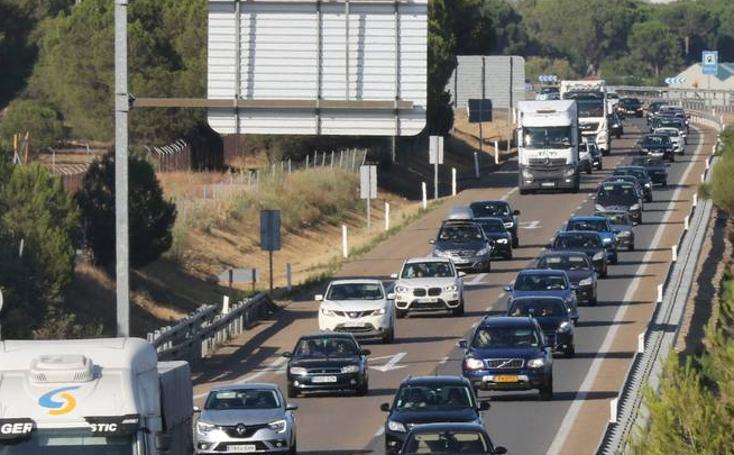 Un accidente de tráfico provoca retenciones en la A-62 entre Valladolid y San Miguel del Pino