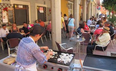 Los aires rocieros conquistan Villabrágima y llenan sus calles de música y baile