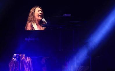 Dulce Pontes cierra a lo grande el Museg con el estreno de su nuevo espectáculo