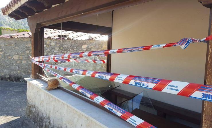 Destrozos y vandalismo de madrugada en San Martín de Valven
