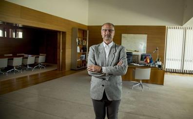 Luis Fuentes prepara la mudanza al apartamento de las Cortes