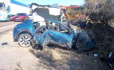 Dos heridos graves tras salirse de la vía en Villardefrades
