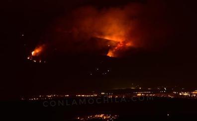 El Ayuntamiento de La Granja pide tranquilidad y espera el trabajo de los dispositivos aéreos para sofocar el incendio de Guadarrama
