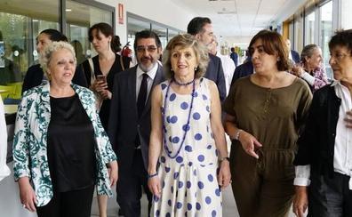 La ministra de Sanidad subraya el «salto cualitativo» logrado por la investigación de los centros «punteros» del cáncer y el alzheimer