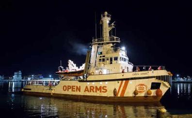 El 'Open Arms' no descarta poner rumbo a Italia pese a las amenazas de Salvini