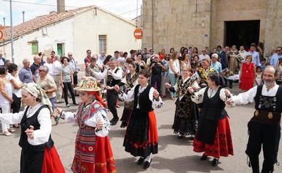 Bailes en Doñinos para Santo Domingo de Guzmán