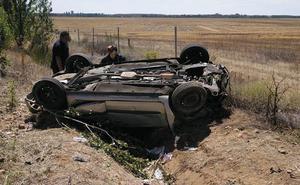 Cinco heridos, entre ellos tres niños, en la salida de vía de un turismo en la A-67 en Osorno, Palencia