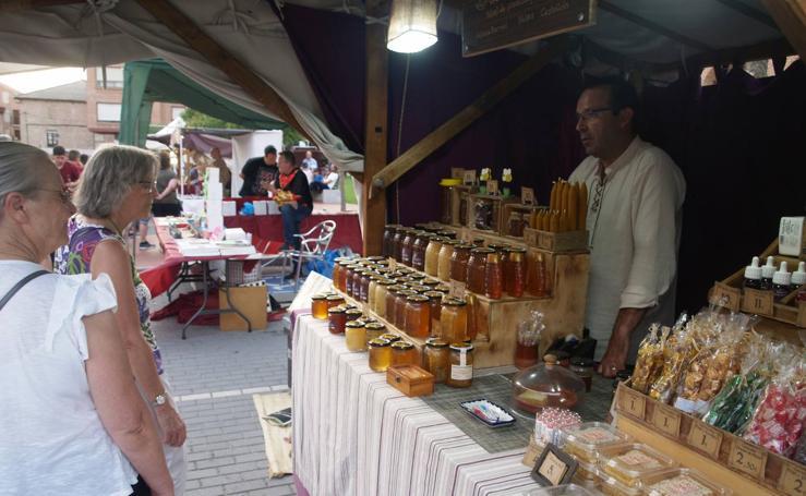 El III Mercado Barroco de Olmedo concentra a miles de visitantes