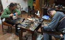 Oficios en el olvido: zapatero