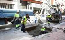 Corte total de la calle de Veinte Metros de Valladolid para reparar una fuga de agua