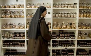 Una congregación de monjas abre una tienda en Valladolid para vender dulces y artesanía religiosa